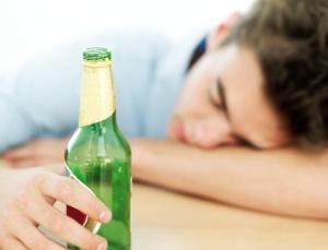 adolescente-bebida-alcoolica-1387563008336_615x470